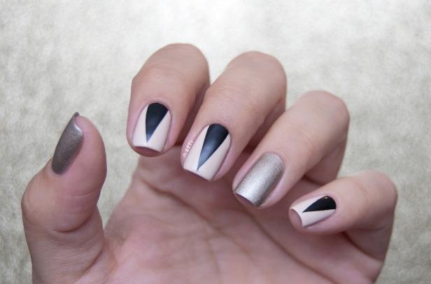 BLACK TRIANGLES LD_01