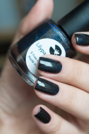 Lilypad Lacquer_Out in space_Black hole_01