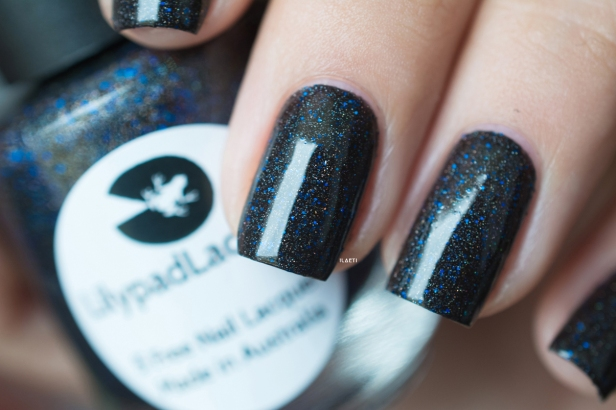 Lilypad Lacquer_Out in space_Black hole_03