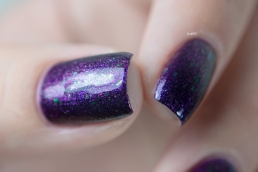 Posé en 1 couche sur base violette / Lumière artificielle