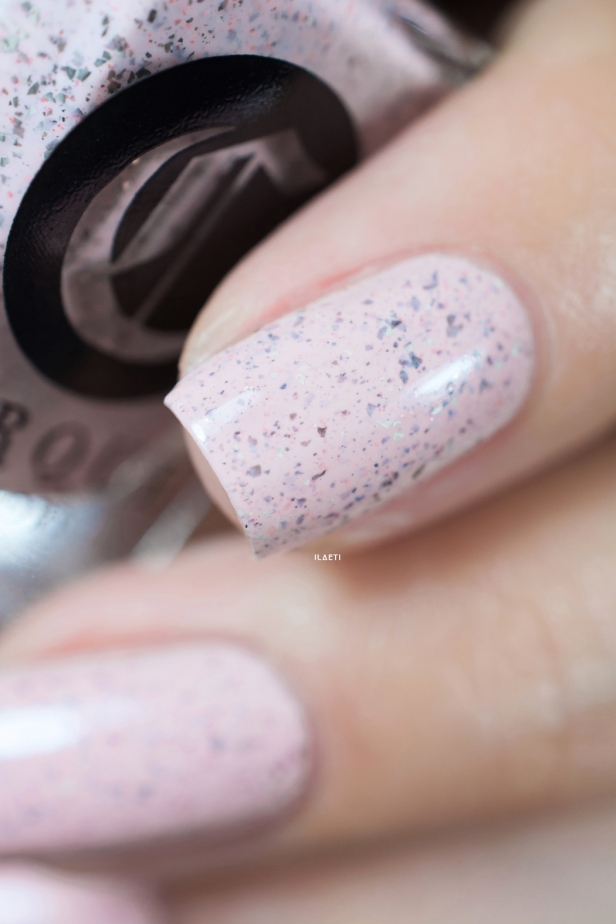 Cirque Colors_Speckled and sparkled_The speckles_Astra_03