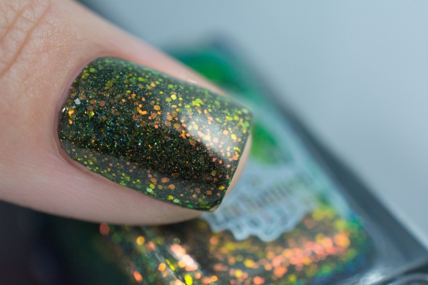 enchanted-polish_opal-winter-trio_pre-lit-opal-tree_002