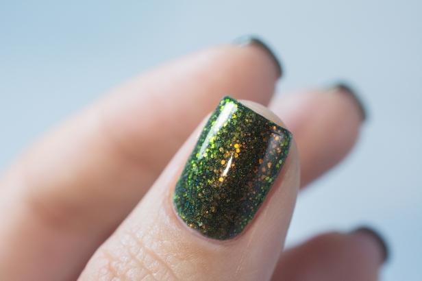 enchanted-polish_opal-winter-trio_pre-lit-opal-tree_004