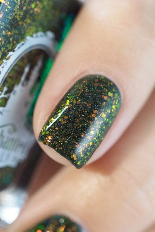 enchanted-polish_opal-winter-trio_pre-lit-opal-tree_005