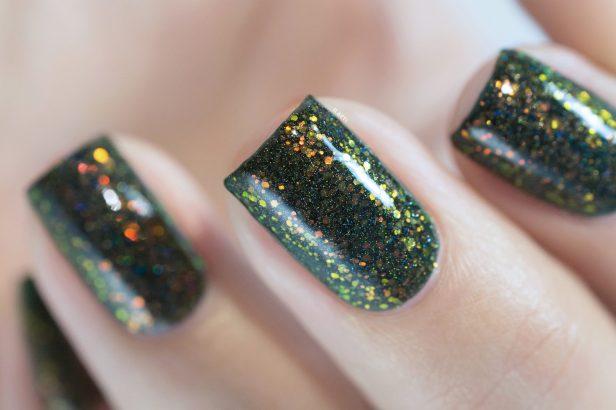 enchanted-polish_opal-winter-trio_pre-lit-opal-tree_007