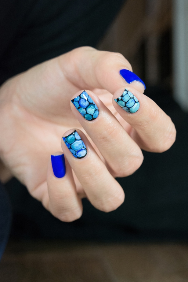 blobbicure_laqvid-inspiration_blue-swirls_01